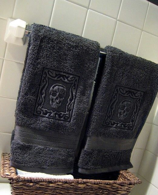 skull towels skulls pinterest accessoire sdb t te. Black Bedroom Furniture Sets. Home Design Ideas