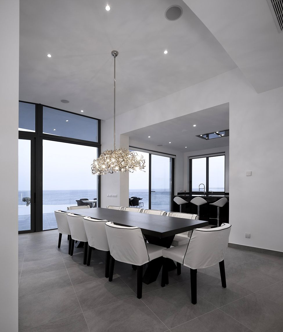 White silhouette with an intricate geometry in portugal colunata residence