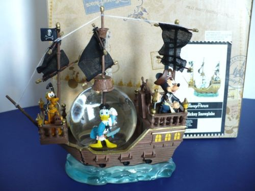 Disney-Parks-Mickey-Mouse-Donald-Duck-Pluto-Pirate-Ship-Snow-Globe-Figurine-Mint