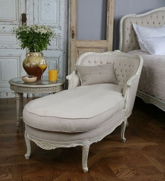 Vintage tufted chaise lounge miss rosalind cathline for Bay window chaise lounge