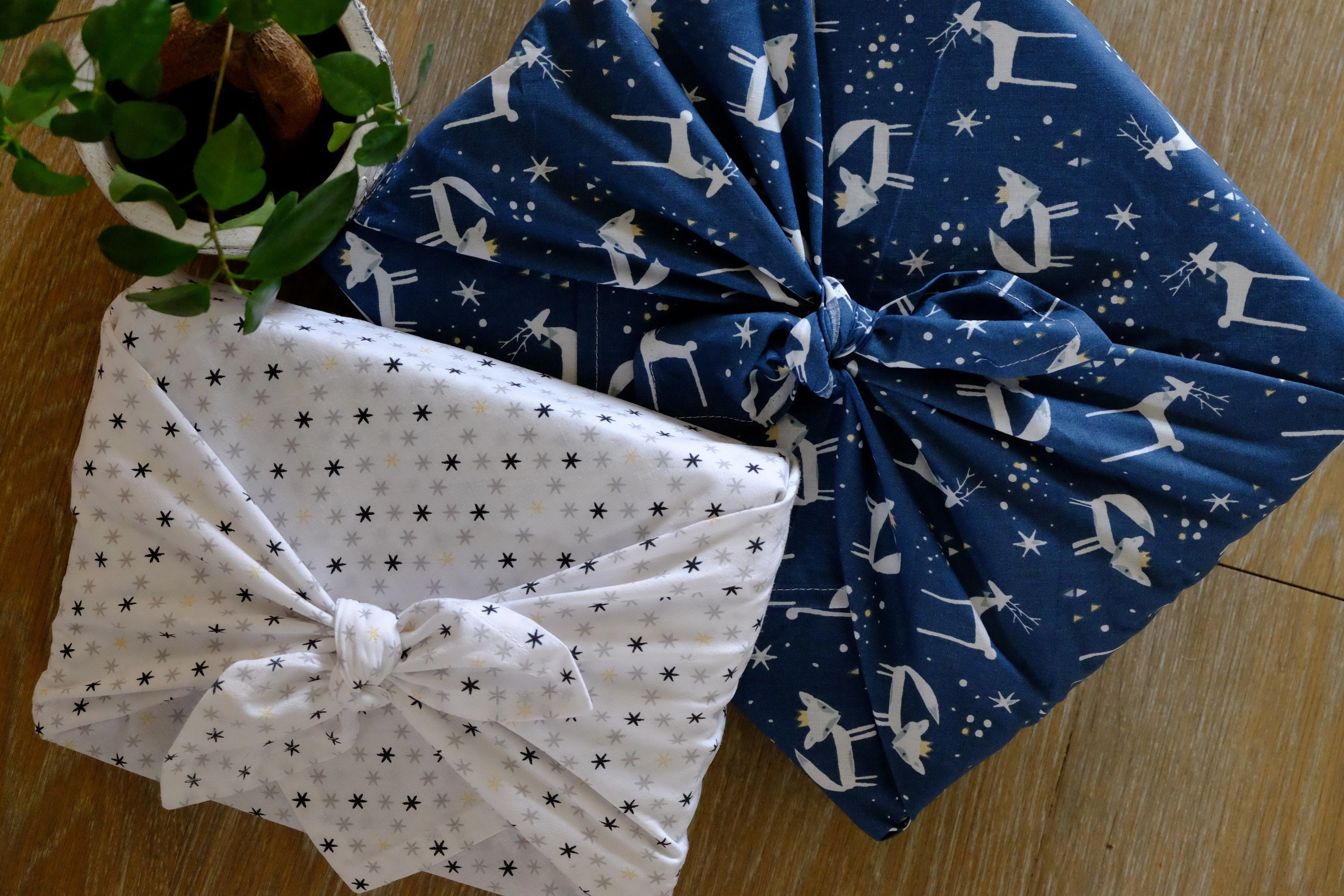 FUROSHIKI - 58 x 58 cm or 68x68 cm / Animals and stars / Ecological packaging - Zero waste - Oeko Tex Class 100 - / Gift packaging
