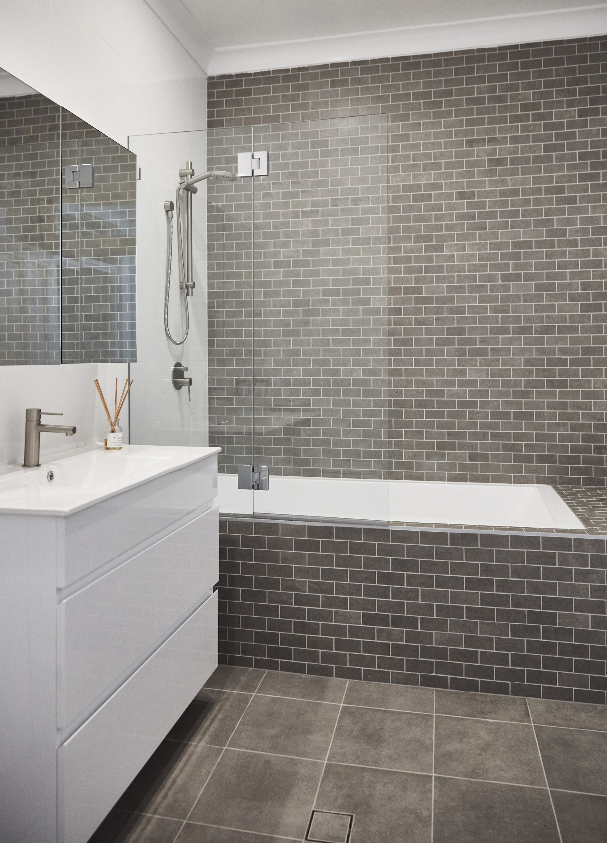 Modern Bathroom Mosaic Feature Tile White And Grey Bathroom Fascinating Mosaic Feature Tiles Bathroom Design Decoration