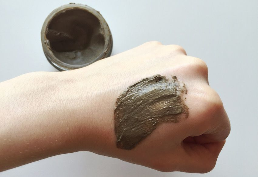 RAAW in a Jar Cocoa Mud Mask Review. Smells like a chocolate bunny!