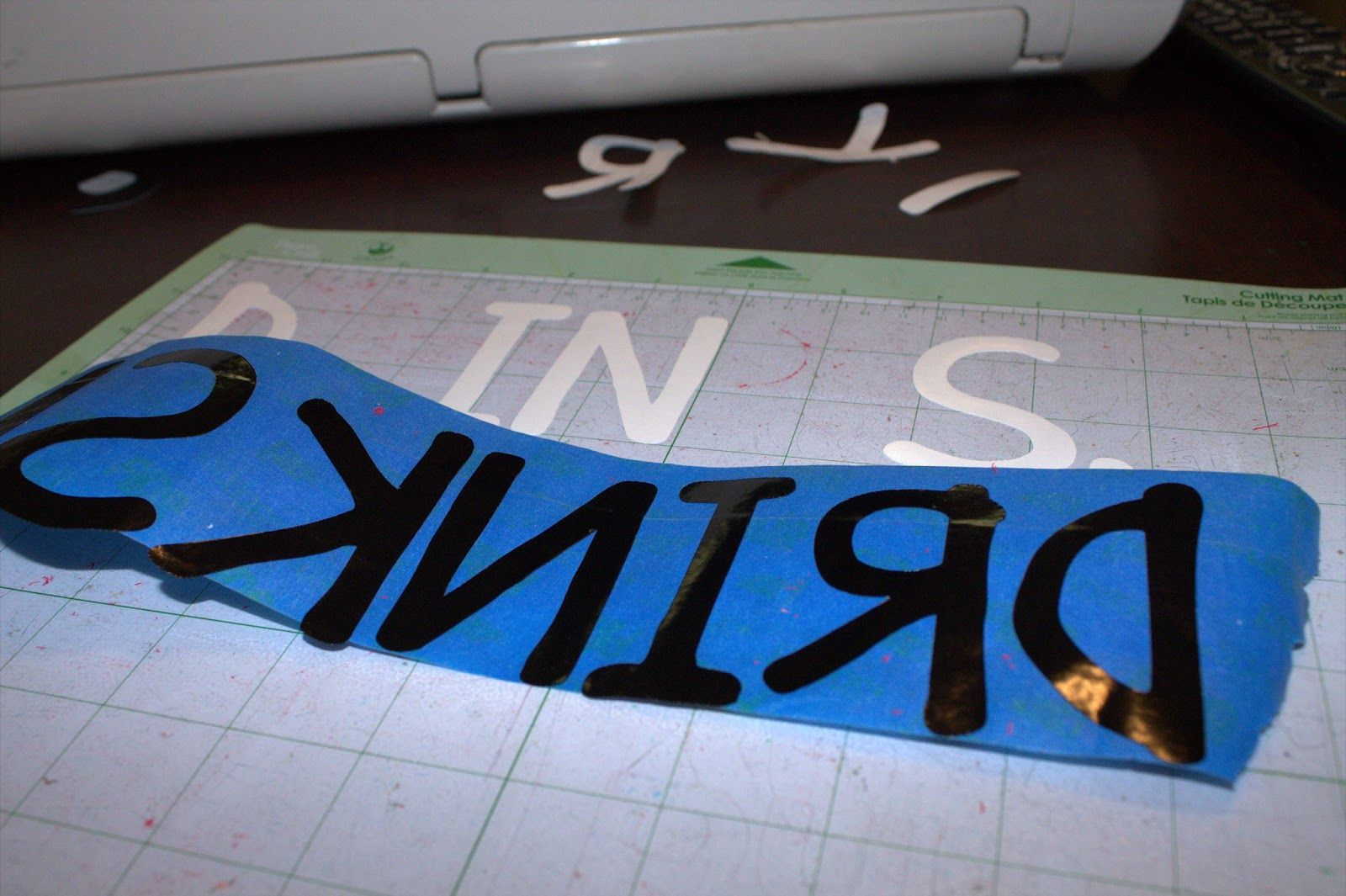 Midwest Moma Blog: How to Transfer Vinyl WITHOUT Transfer Paper!
