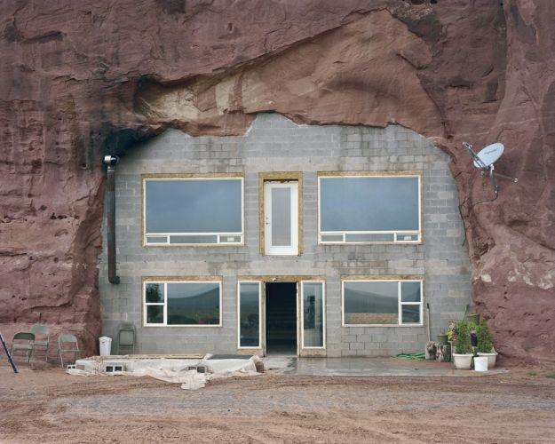 Alternative housing. Broken Manual, photo by Alec Soth.
