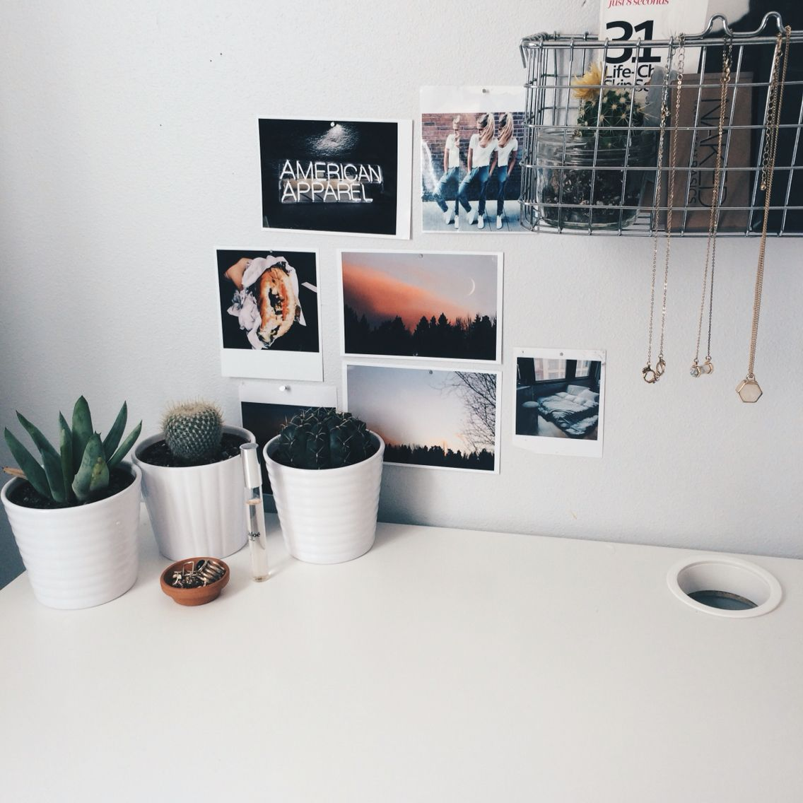White college dorm room ideas with picture photos and lights comfy corner cozy shelves also uooncampus uocontest muebles diy spaces pinterest rh