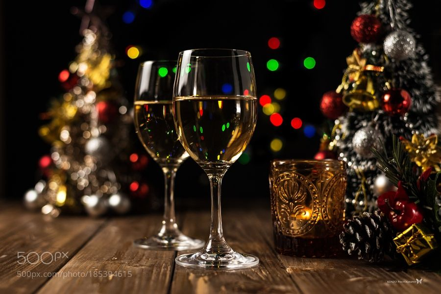 http://500px.com/photo/185394615 Christmas night by kenzophotography -Do you have any plans for Xmas?. Tags: christmasglasswinedrinkilluminated