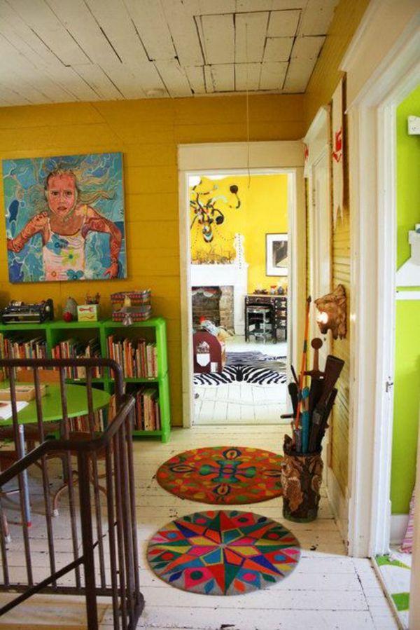 Charmant Art Dekoration Im Flur Gelbe Wände Malerei Bunte Teppiche