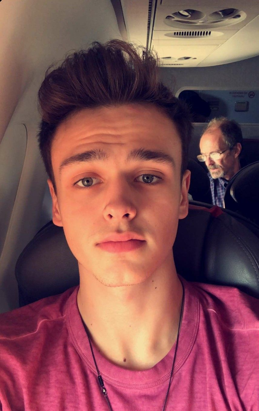 The dude in the background lmao jonah marais in 2019 - Amazing wallpapers for boys ...