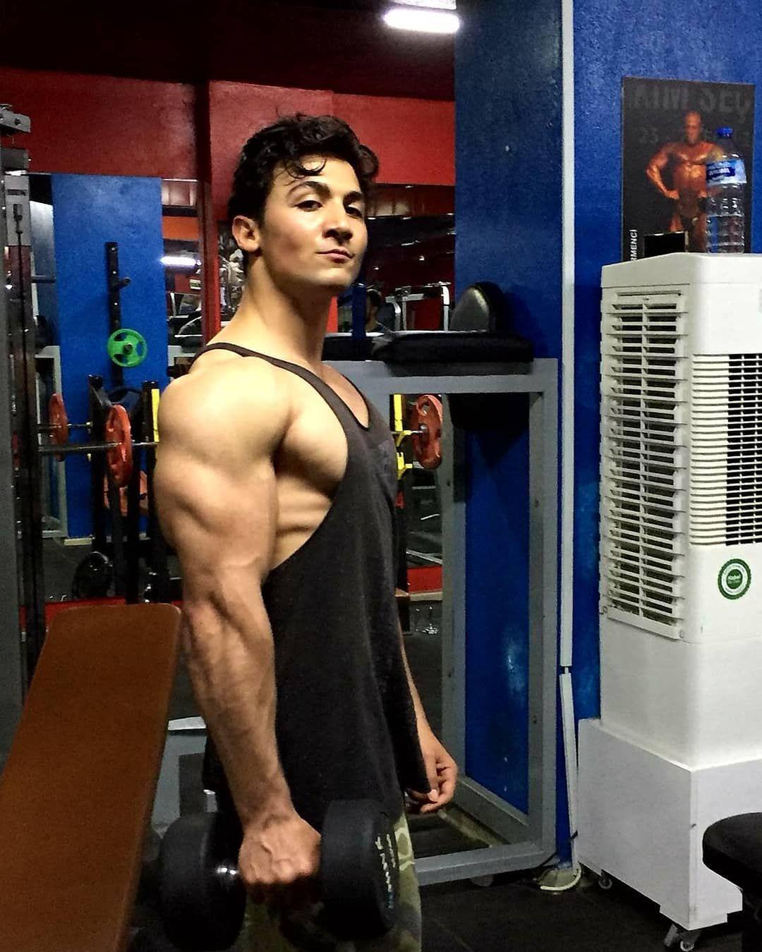 ✌ #aesthetics #bodybuilding #bodyengineer #gain #fitness #fit #shredded #zyzz #gym #model #fitnessmo...