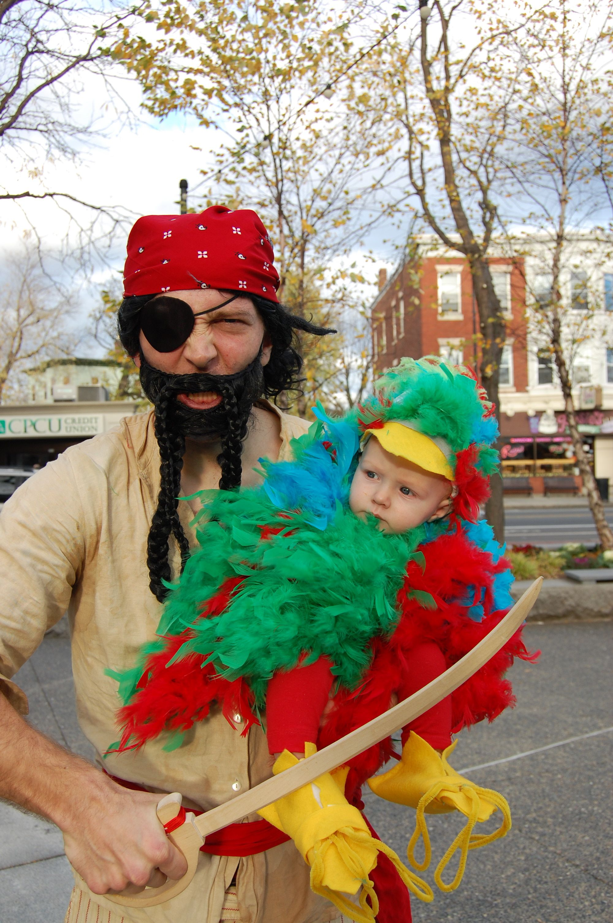 DIY Halloween Costume - Pirate u0026 his parrot  sc 1 st  Pinterest & DIY Halloween Costume - Pirate u0026 his parrot | fall | Pinterest ...