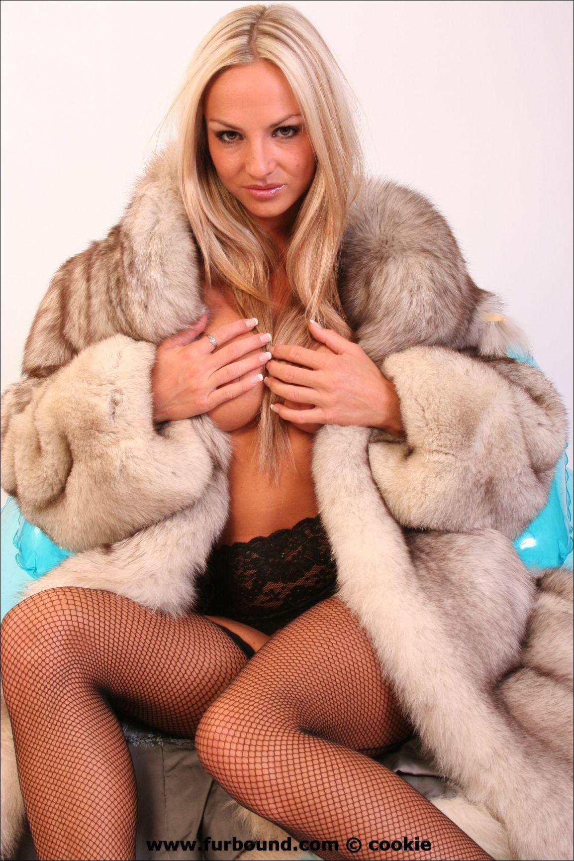 girls in fur coats sucking