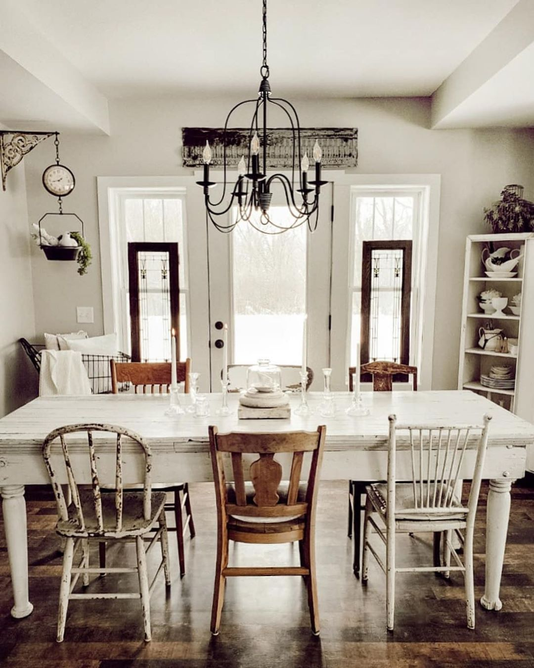 Farmhousefor8 We Love The Look Of These Mismatched Chairs In This Farmhouse Fining Room Shabby Chic Kitchen Table Rustic Dining Room Shabby Chic Kitchen