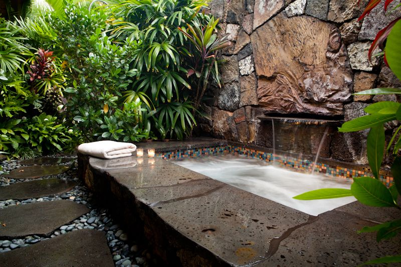 Love this outdoor bath.  Make it a jacuzzi and it's perfect a book a glass of wine and bubbles yess maam!