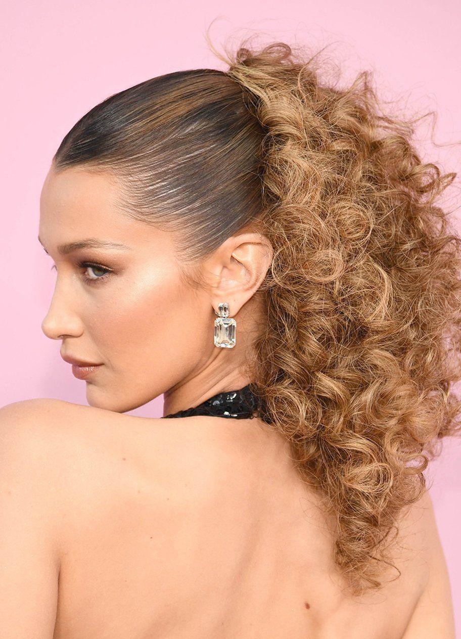 The Queen Of 90s Hair Die Besten Trend Frisuren Von Bella Hadid In 2020 Haar Styling Naturlocken Frisuren 90er Frisuren