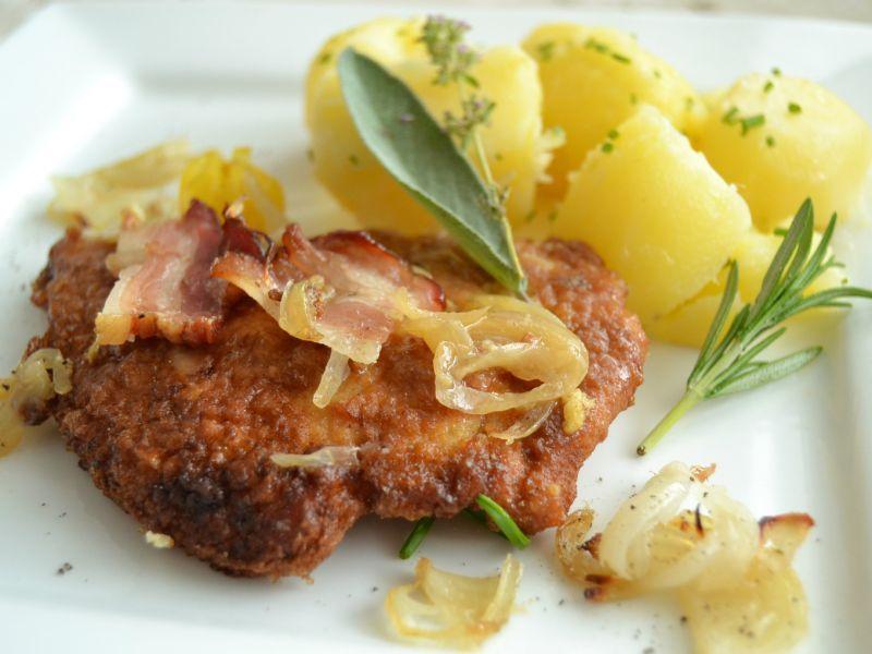 Obrátené bravčové rezne s maslovými zemiakmi