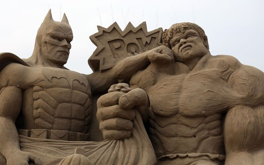 sand sculpture festival gollum hitchcock and king kong. Black Bedroom Furniture Sets. Home Design Ideas
