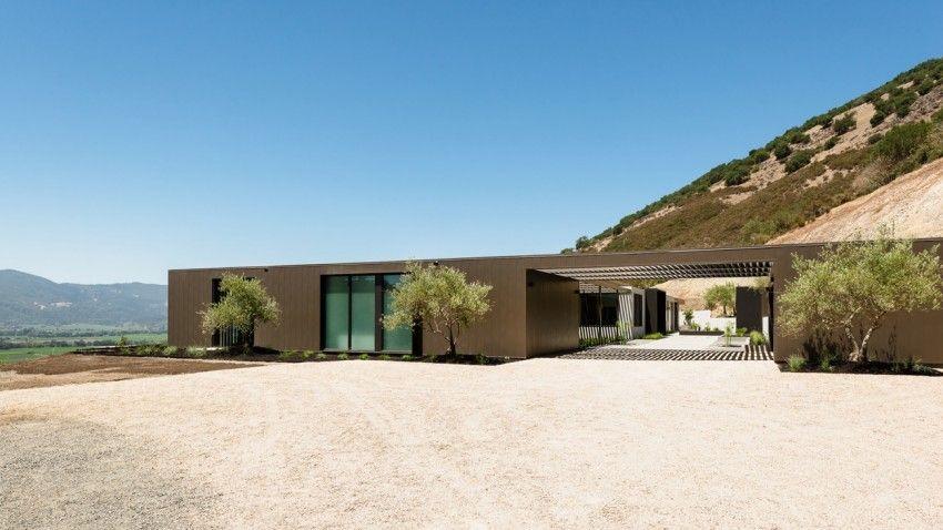 John Maniscalco Designs a Spacious Contemporary Home in ...