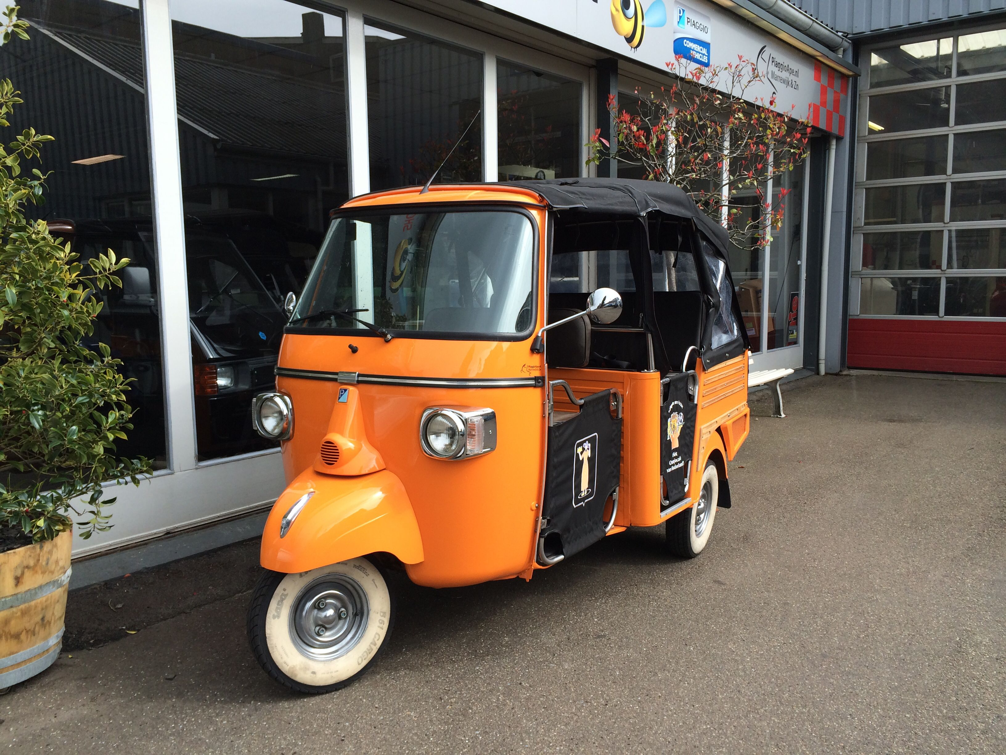 piaggio ape calessino in oranje piaggio ape calessino. Black Bedroom Furniture Sets. Home Design Ideas