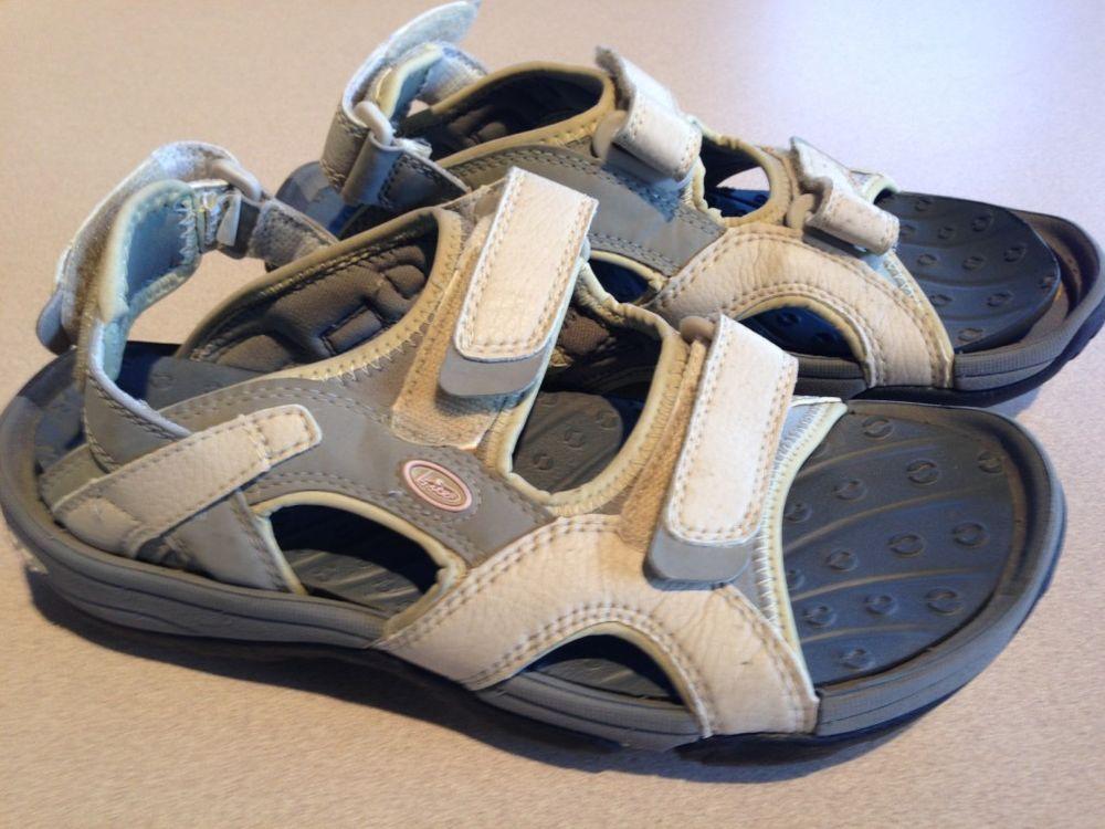 db9525e2cba0 Leather Bite Crocs Golf Sandals Woman 9 Beige Tan Free Shipping  Bite