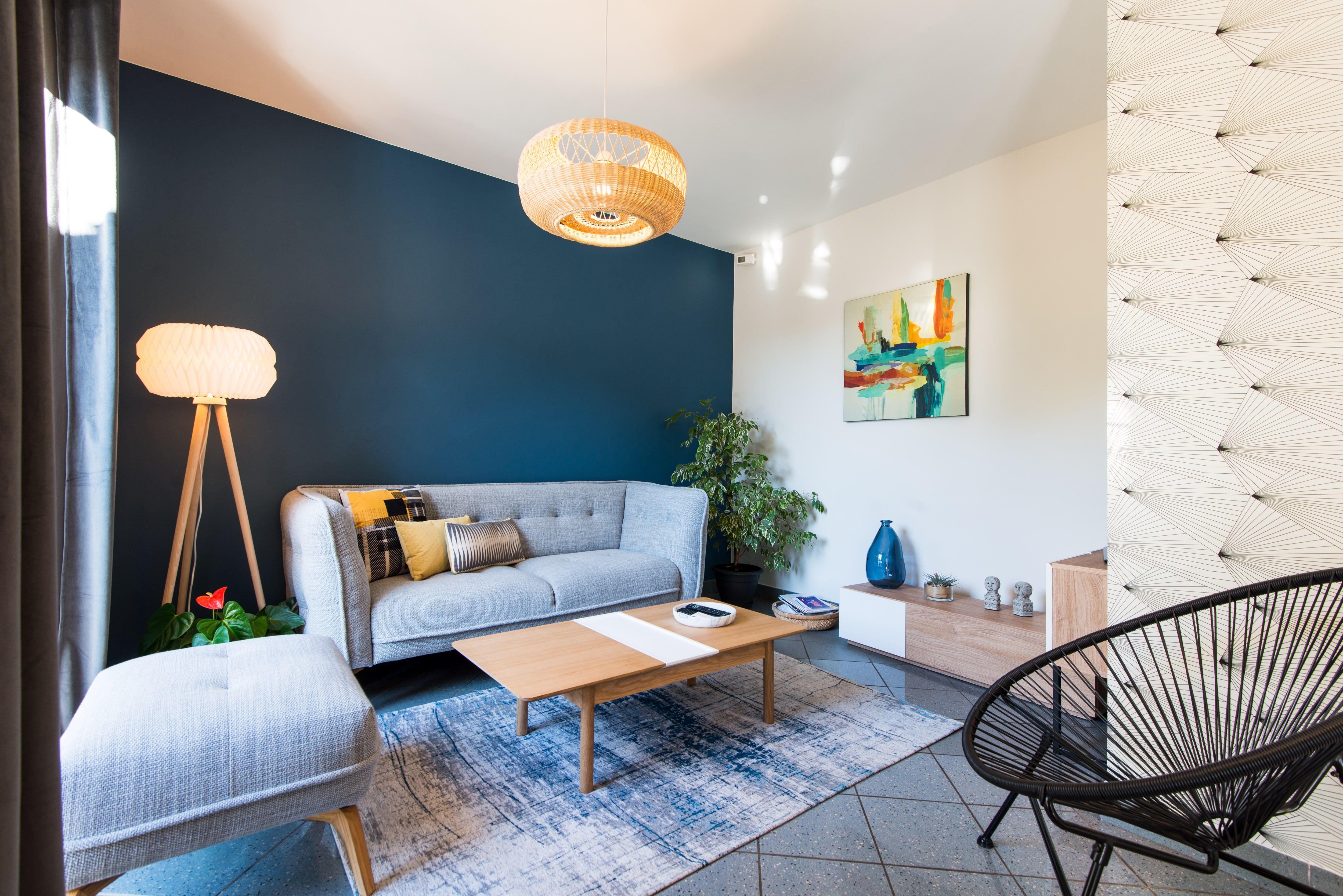 Décoration villa gardoise, Les Angles, salon bleu et gris ...