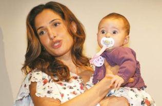 Camila Pitanga e Antonia, de quatro meses
