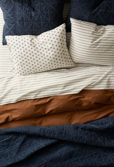 navy / rust bedding