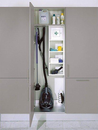 Kitchen Cabinets In 2020 Besenschrank Waschkuchendesign Reinigung Schrank
