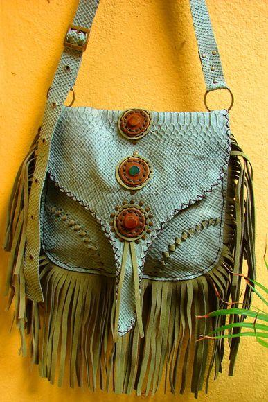 49db0db4b bolsa em couro com pedras naturais 100% artesanal R$ 250,00 | Looks ...