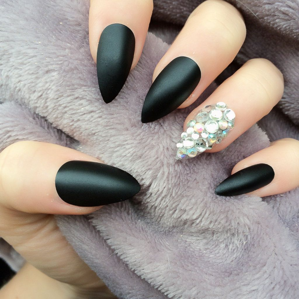Stiletto nails have taken the nail art community by storm in recent ...