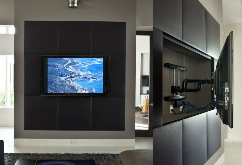 medienwand aus rigips mit lederverkleidung und schwenkbarer tv wandhalterung ideen rund ums. Black Bedroom Furniture Sets. Home Design Ideas