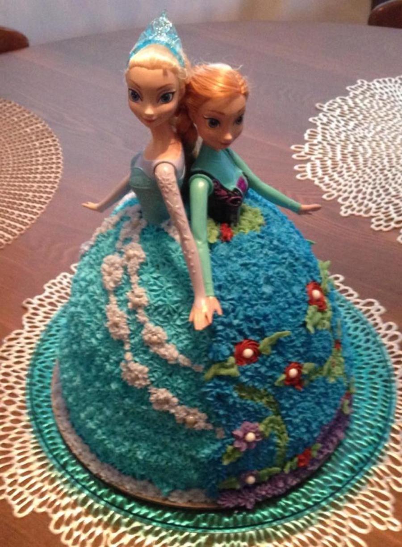 Ana Amp Elsa Doll Cake For A Frozen Birthday Party Ana Elsa Doll
