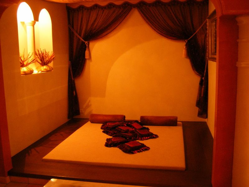 Simple Arabic Design Solution For A Bedroom