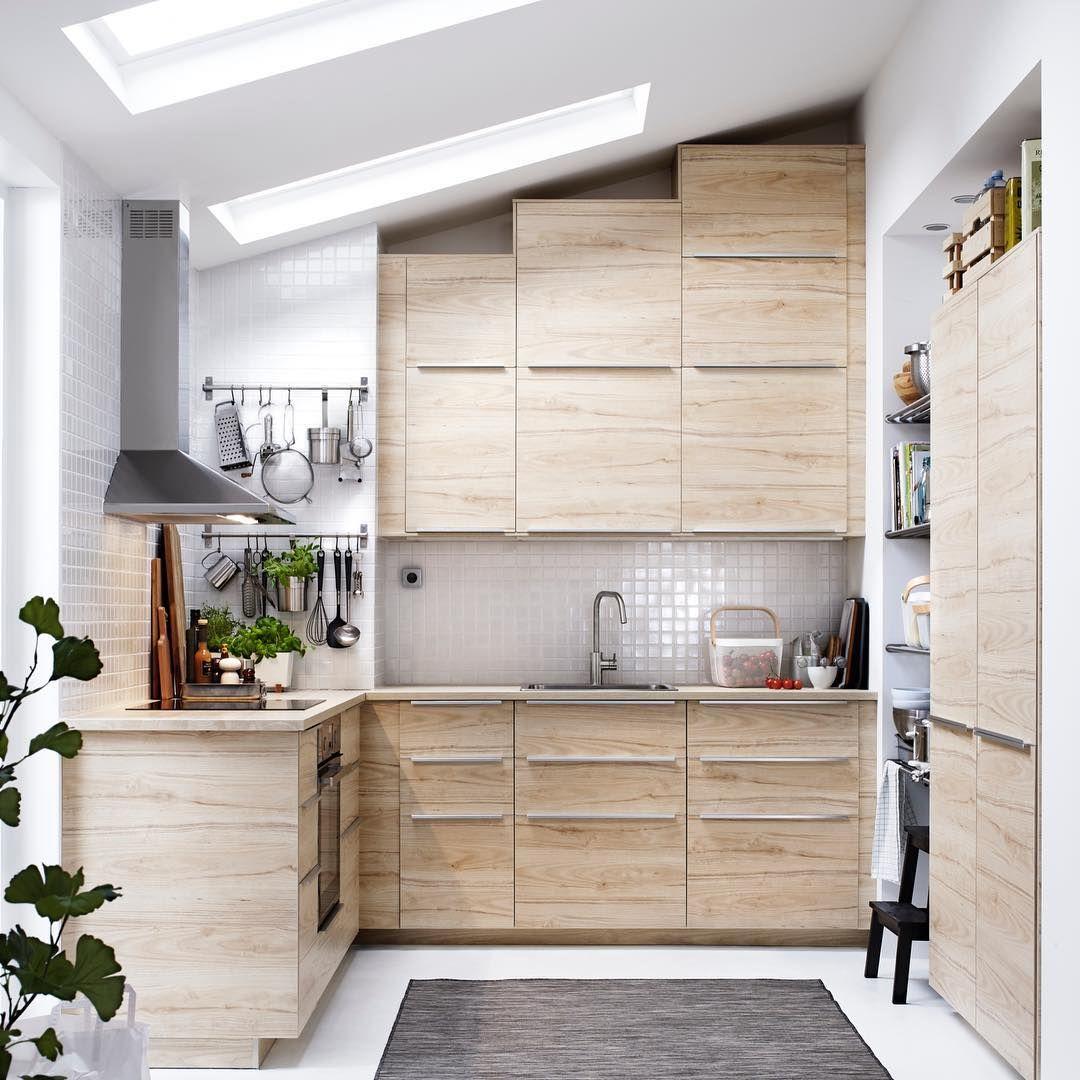 Kuche Im Holzlook Mit Dachschragen Neue Kuche Kuche Mit Viel Stauraum Kleine Kuche Gut Genutzt Helle K Condo Kitchen Rooms Home Decor Ikea Kitchen Cabinets