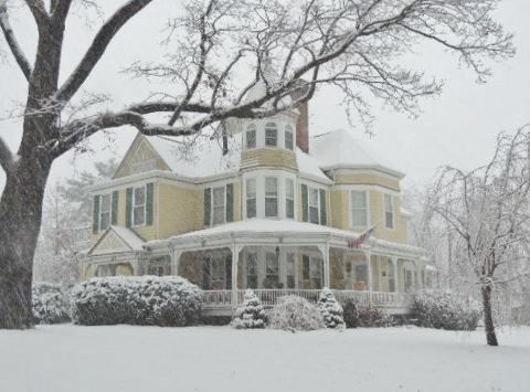 Isnt The Oaks Victorian Inn Bed And Breakfast Pretty In The Snow