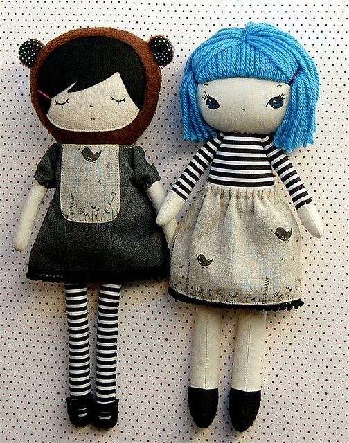 I am so in love with these little dolls...her attention to detail is so sweet.