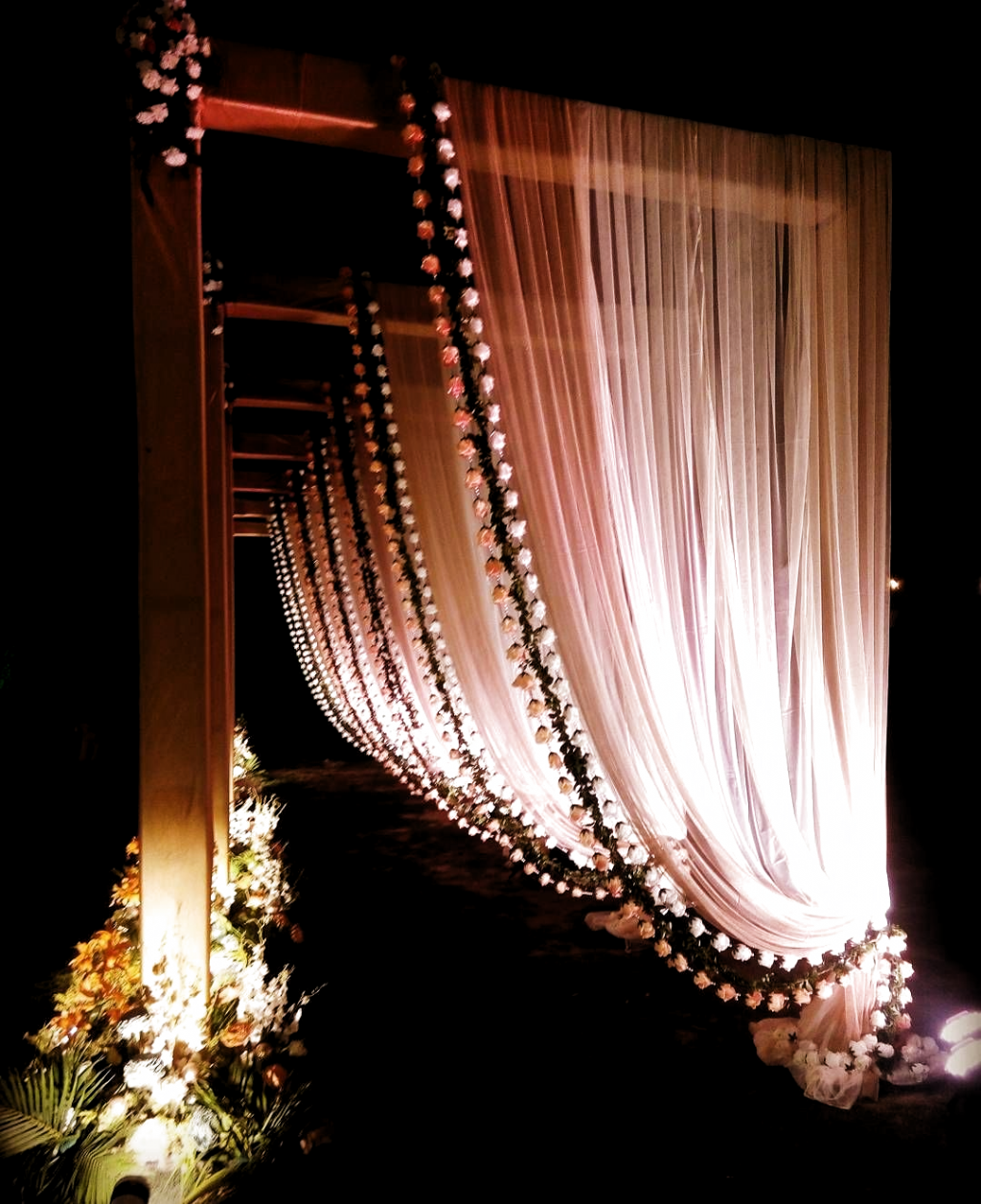 13 Wedding Entrance Decor Ideas That You Need To Save And Show to Your Decorator! - ShaadiWish #shaadiwish #indianwedding #decor #decorideas #decoration #decoratingideas #decortrends2019