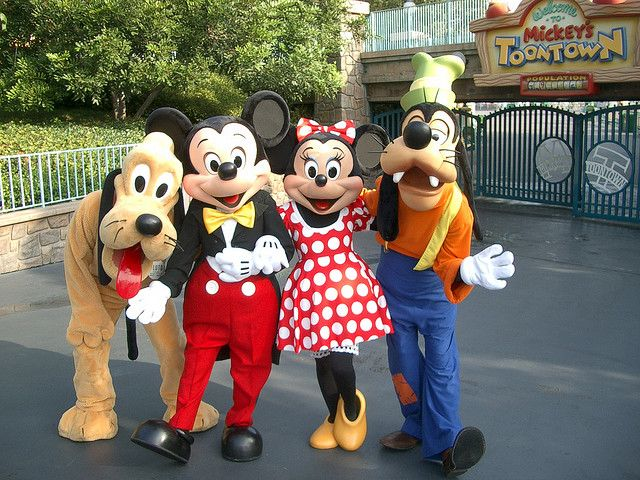 your guide to interacting with the characters (a Disneyland tip sheet) | by @kim_michelle