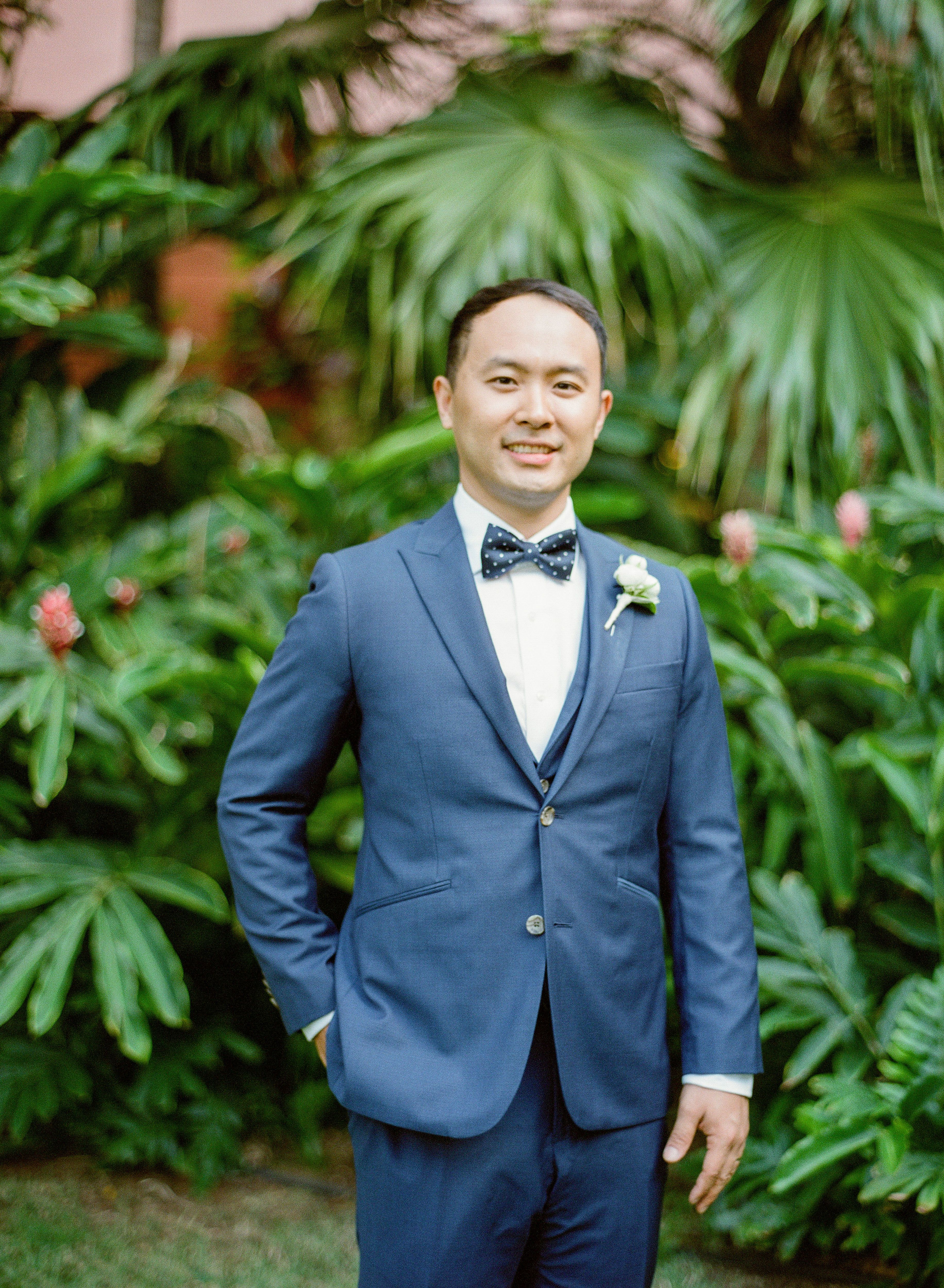 Combining a Glam Ballroom Wedding With the Beaches of Hawaii ...