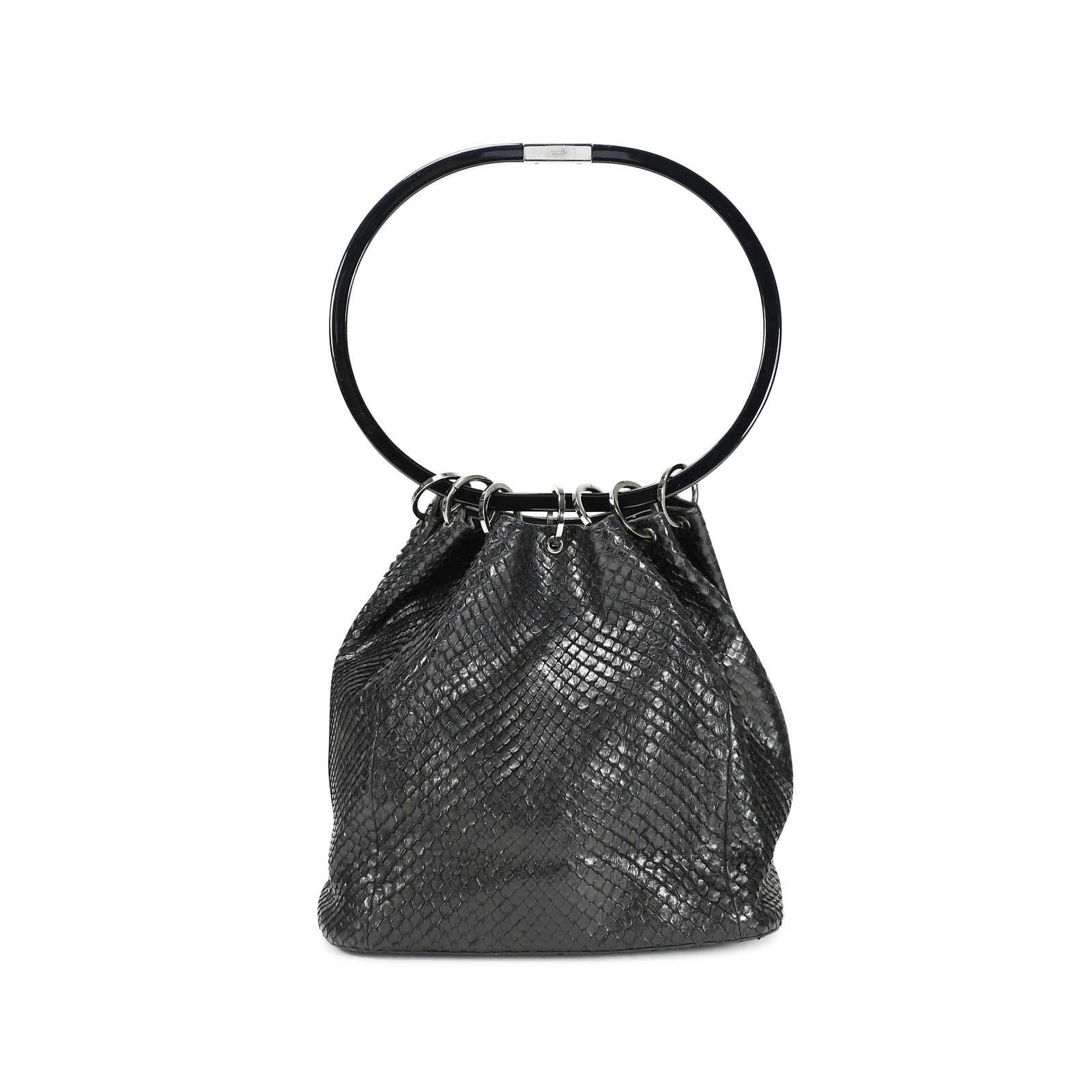 A unique vintage piece from Gucci crafted in a black python skin and designed with a unique oval shaped resin handle. Bag opens when handle is placed flat and silver toned metal ringlets extend out. Interior is lined in leather and has a zippered pocket. Please note that there are stains on lining, scratches on resin handle and slight tarnishing on hardware. Some wear to python.  | Measurements : 23cm (length) x 24cm (height) x 11cm (depth)