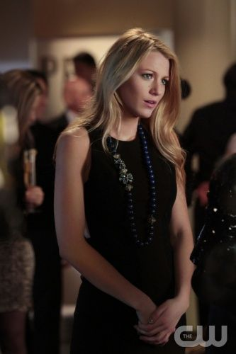 """Con Heir"" GOSSIP GIRL Pictured: Blake Lively as Serena Van Der Woodsen PHOTO CREDIT:  GIOVANNI RUFINO/THE CW © 2011 THE CW Network, LLC.  All Rights Reserved."