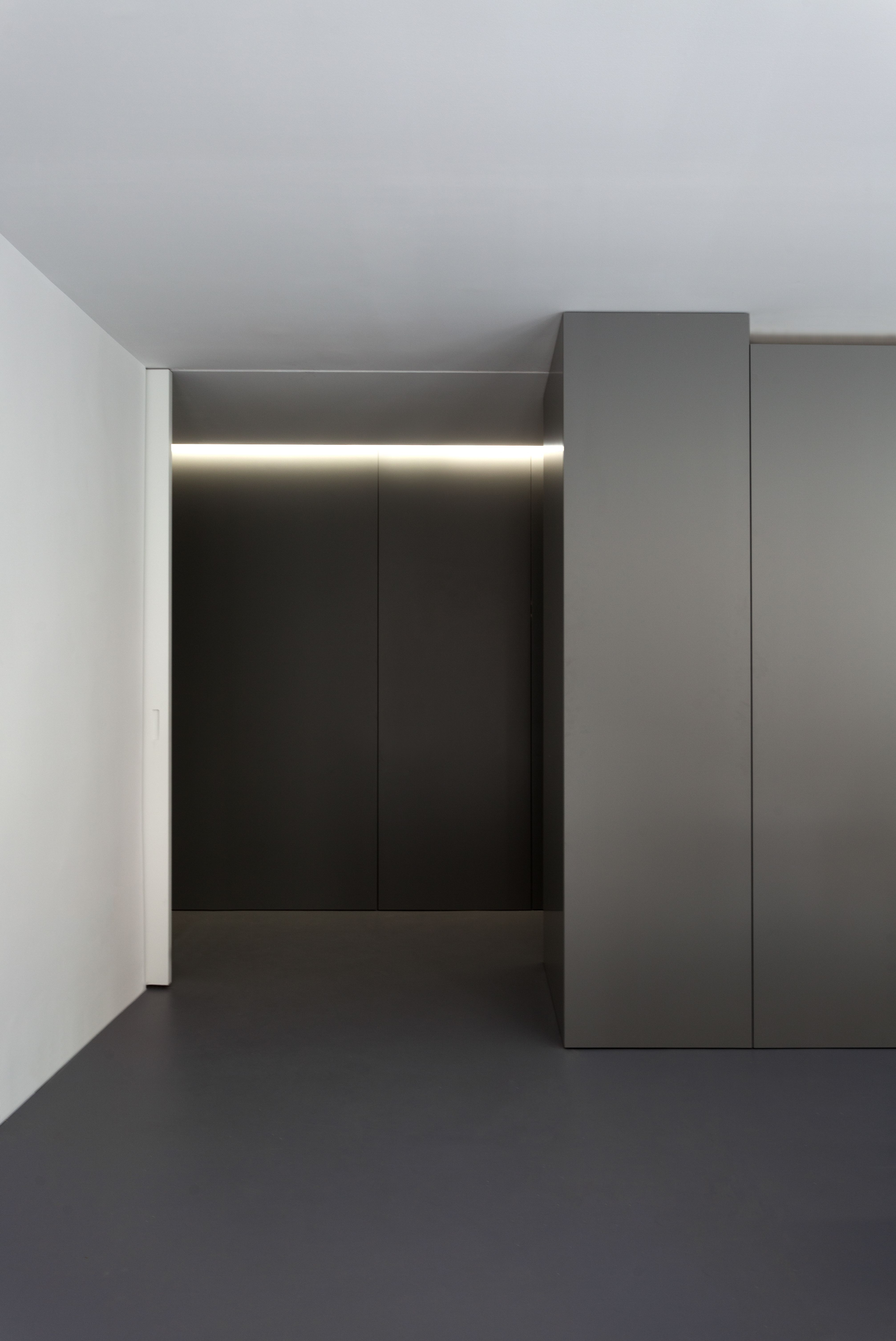 minimal office. OAV Oficces. Oficinas OAV. #fransilvestrearquitectos #alfarohofmann #architecture #arquitectura #minimal Minimal Office