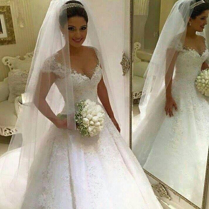 la imagen puede contener: una persona, de pie y boda | bodas novias
