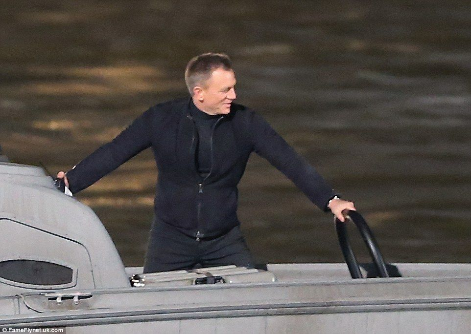 Spectre in action on the River Thames in London - 5/17/2015 Daniel Craig