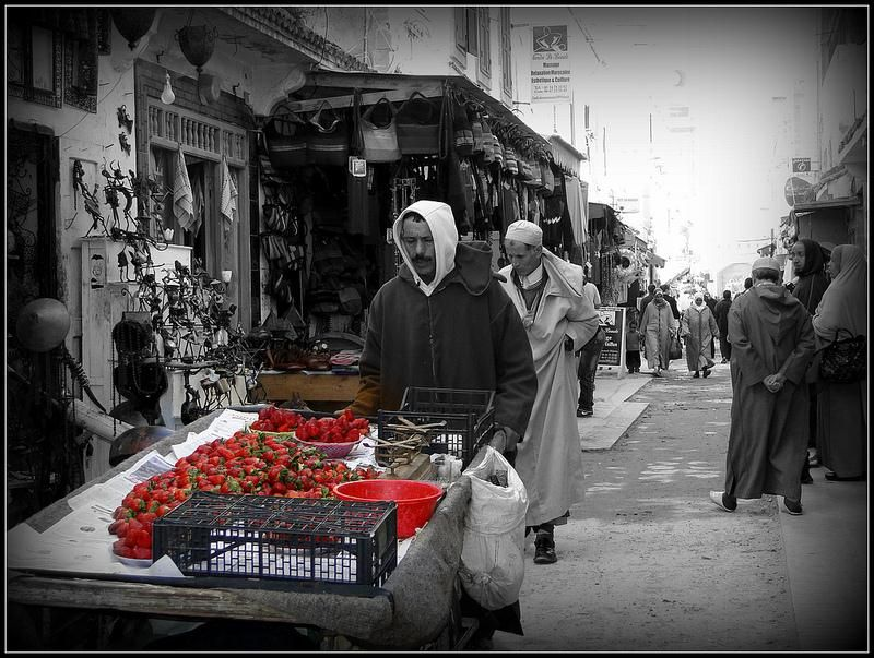 Google image result for http www chi photography com wp content uploads 2011 01 black and white photography with color les fraises jpg