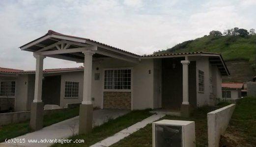 advantagebr.com - EA Improved :: Funcional casa unifamiliar en Alquiler de 3 recamaras, 1 baño en Comunidad Cerrada!