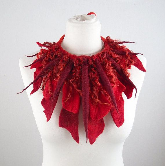 He encontrado este interesante anuncio de Etsy en https://www.etsy.com/es/listing/201827742/felted-collar-red-collar-felt-necklace