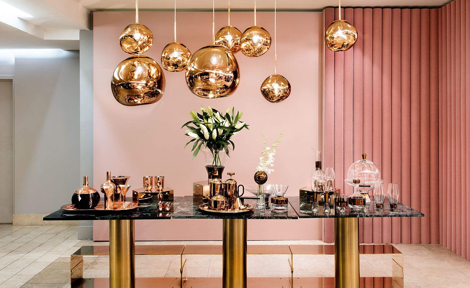 Tom Dixon S New Pop Up Store At Barney S New York Wallpaper Chandelier In Living Room Tom Dixon Hanging Pendant Lights
