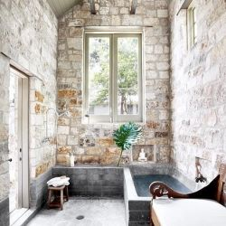 This gorgeous bathroom retreat will surely get you inspired (via Ryann Ford, in English and Spanish)
