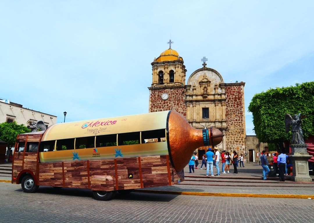 Let's explore Tequila!!!! By Tequila bus!  #mexico #tequila #alcohol  #travel #travelblogger #blogger #beautiful #love #culture #adventure #travellikedance #gopro  #sponsorship #nature #テキーラ #テキーラ村 #latinamerica #bus #transport #tour #tourist #sns